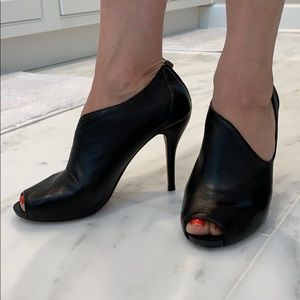 Max Studio Black Leather open toe pumps